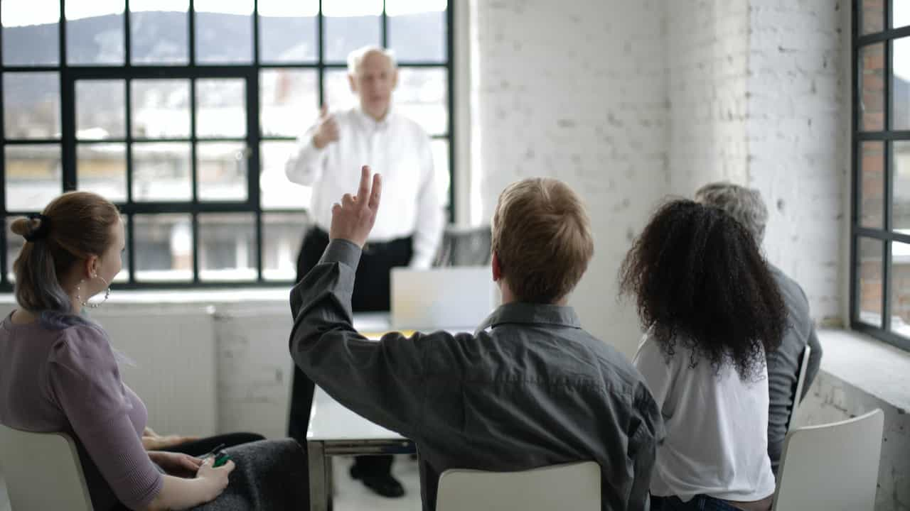 Levantar la mano en Teams